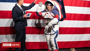 Nasa unveils new spacesuit for next Moon landing